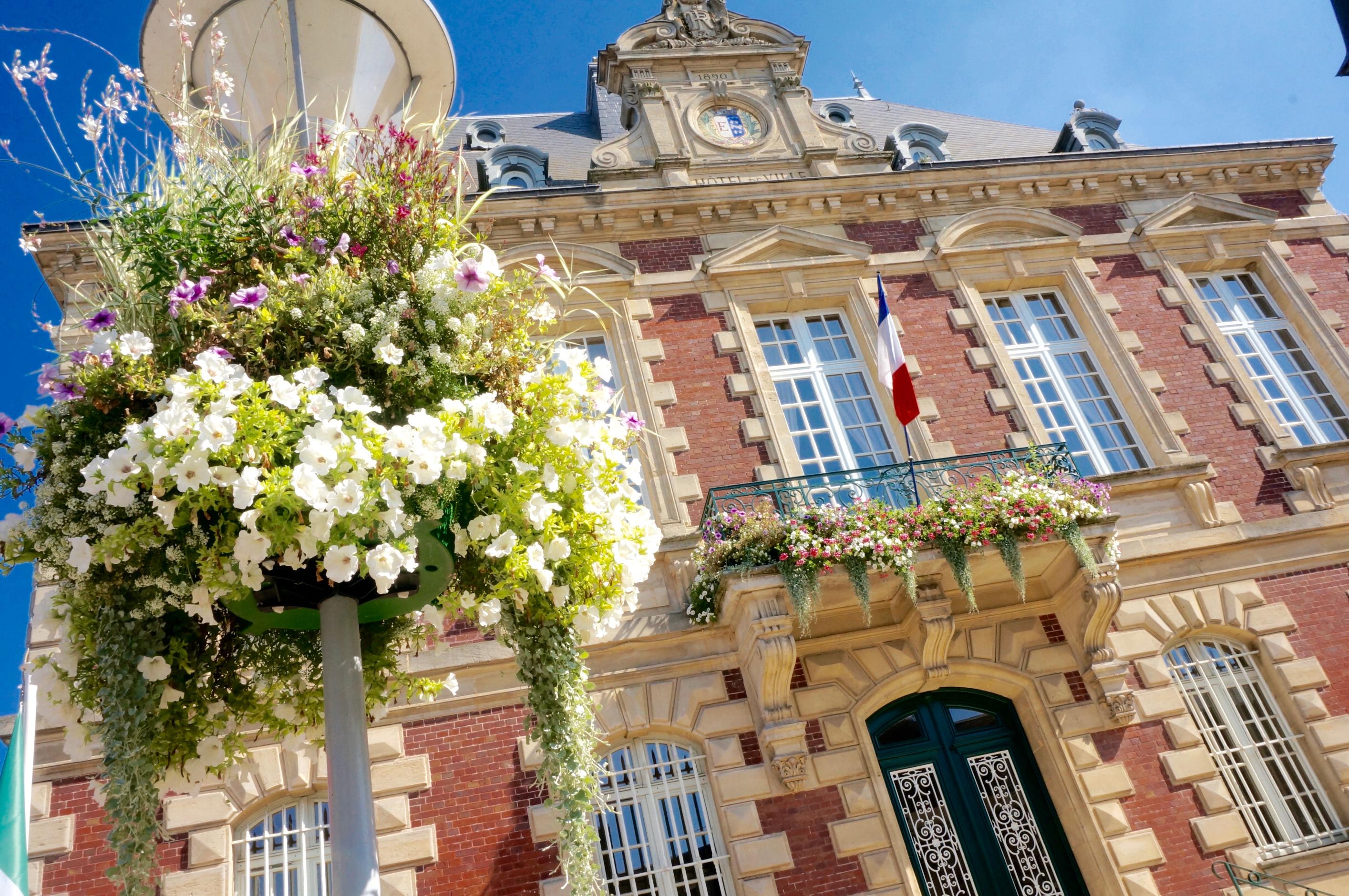 Fleurissement mairie étrépagny