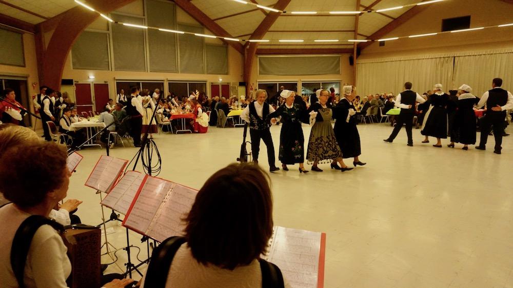 01-danse bretonne-etrepagny