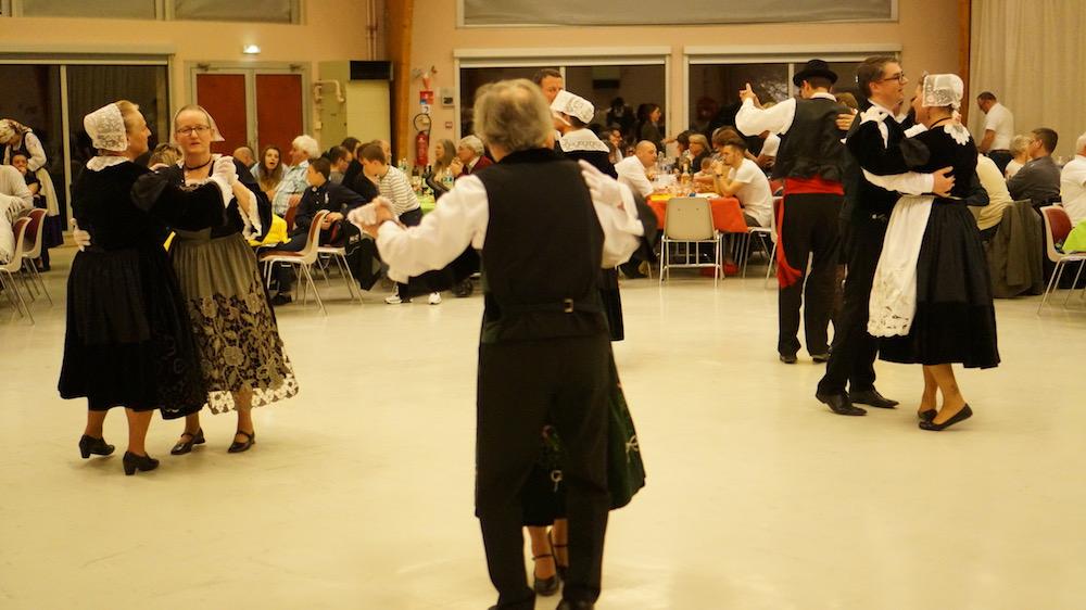 11-danse bretonne-etrepagny