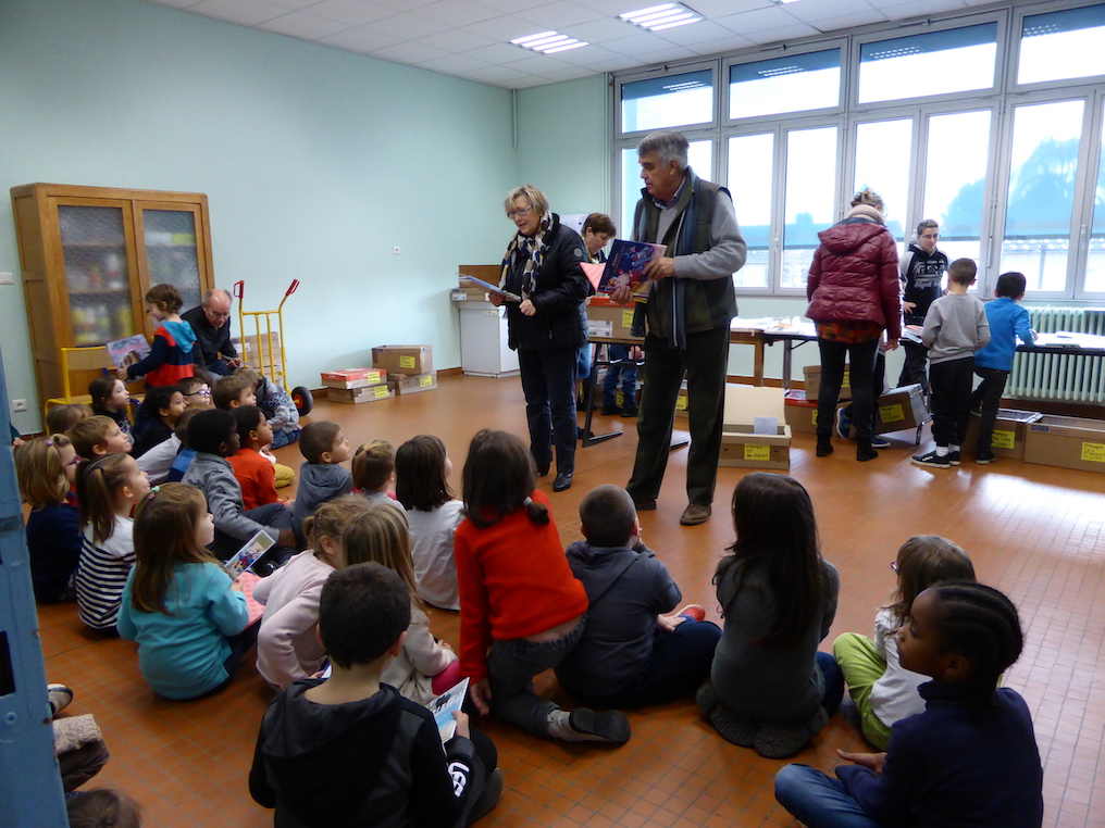 distribution livres ecole primaire etrepagny 2018 - 4