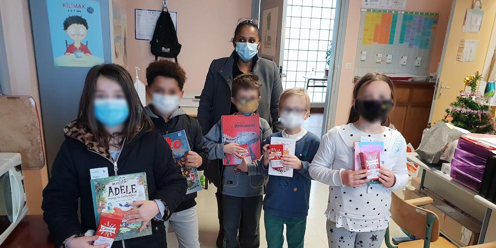 distribution-livres-chocolats-ecoles_etrepagny-notre-ville_noel-2