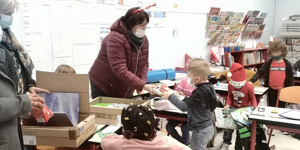 distribution-livres-chocolats-ecoles_etrepagny-notre-ville_noel-7